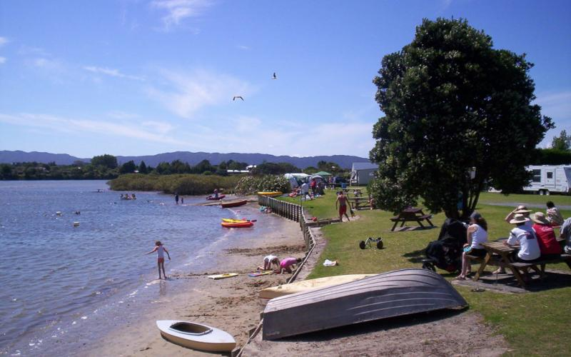 Riverside Holiday Park